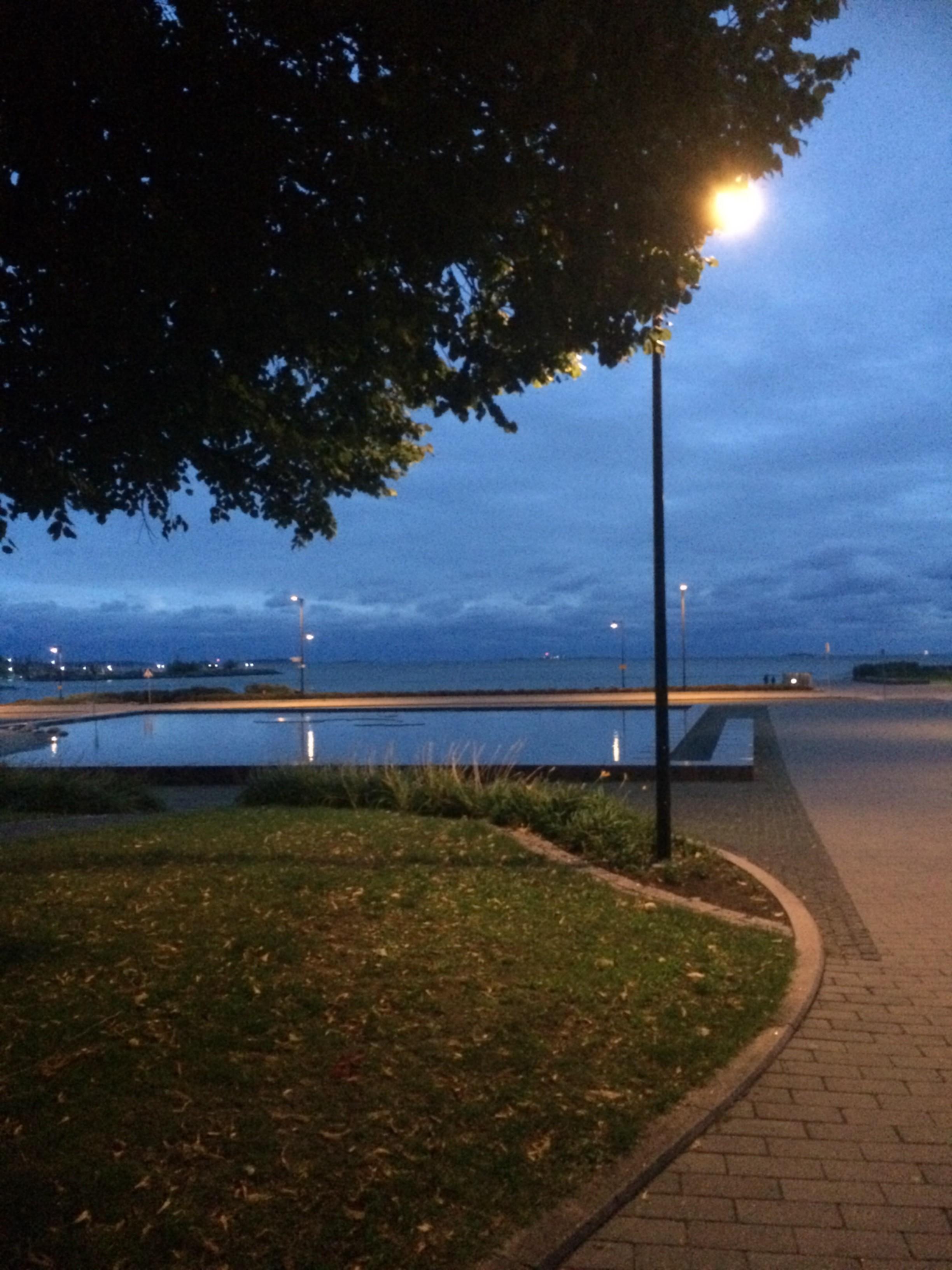 Tiistai- iltana menossa Helsinki Core Trainers:ille. Kaunis Etelä-Helsinki.